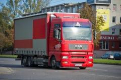 MAN TGA 24 lastbil 390 på vägen Fotografering för Bildbyråer