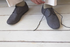 Man ties his shoes Royalty Free Stock Photography