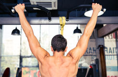 Man tightening on horizontal bar Royalty Free Stock Photos
