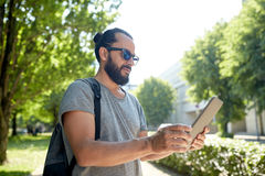 Man traveling with backpack and tablet pc in city Royalty Free Stock Photos