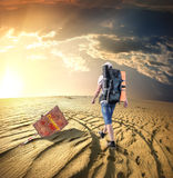 Man traveling in desert Royalty Free Stock Photos