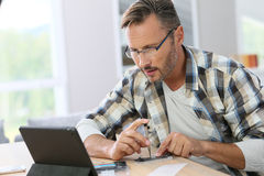 Man trying to fix smartphone with internet assistance Royalty Free Stock Photos