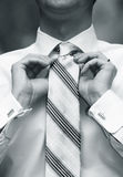 Man tying necktie Royalty Free Stock Photography