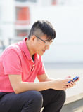 Man typing message on phone Royalty Free Stock Photos