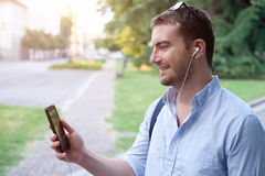 Man using his mobile phone Royalty Free Stock Photography