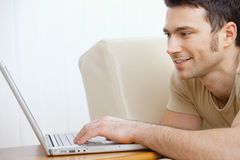 Man using laptop at home Royalty Free Stock Photography