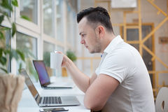 Man using laptop in office Royalty Free Stock Images