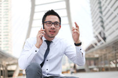 Man using mobile smart phone Royalty Free Stock Photos