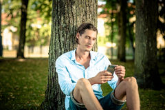 Man using phone outdoors Royalty Free Stock Photos