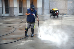 Man using pressure washer Royalty Free Stock Photos