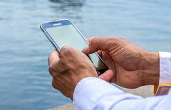 Man using a smart phone Royalty Free Stock Images