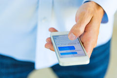 Man using smart phone Royalty Free Stock Images