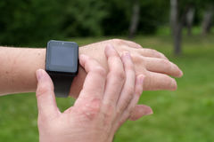 Man using smart watch Royalty Free Stock Photos