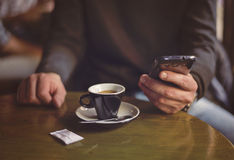 Man using smartphone, close-up, in the cafe. Royalty Free Stock Photography