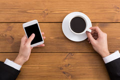Man using smartphone in coffee shop, close-up Royalty Free Stock Photography