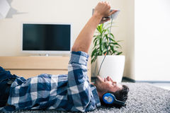 Man using tablet computer with headphones Royalty Free Stock Photography
