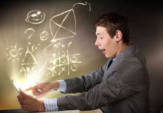 Man using tablet pc Royalty Free Stock Photography