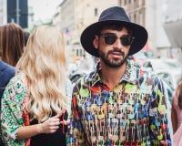 Man utanför Byblos modeshower som bygger för Milans Womens modeveckan 2014 Arkivbilder