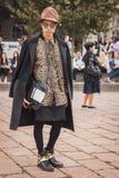 Man utanför Cavalli modeshower som bygger för Milans Womens modeveckan 2014 Arkivbilder