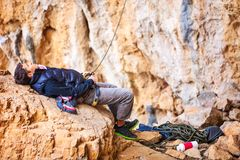 Man watching leading rock climber while belaying Royalty Free Stock Photos