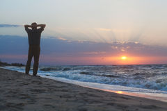 Man watching the sunrise on beach Royalty Free Stock Photos