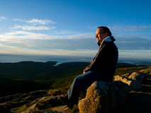 Man watching the sunrise over the sea Stock Photography