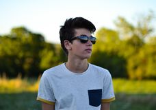 Man Wearing Gray and Black Crew-neck T-shirt and Black Sunglasses Stock Photography
