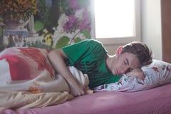Man Wearing Green Printed Crew-neck Shirt While Sleeping Royalty Free Stock Images