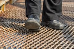 Man wearing old scratched shoes doing hard step Royalty Free Stock Photos