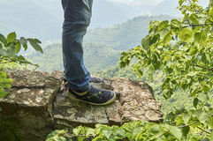 Man wearing sneakers standing on the precipice Royalty Free Stock Photos
