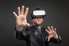 Man wearing virtual reality goggles Royalty Free Stock Photos