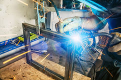 Man weld a metal welding machine Royalty Free Stock Photos