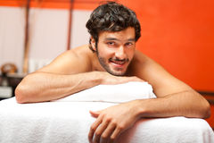 Man in a wellness center Royalty Free Stock Photography