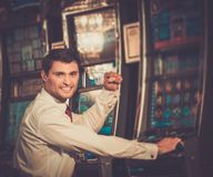 Man in white shirt near slot machine Royalty Free Stock Photography