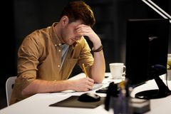 Free Man With Notepad Working Late At Night Office Stock Photos - 143153723