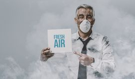 Free Man With Pollution Mask Holding A Sign Royalty Free Stock Image - 112656976