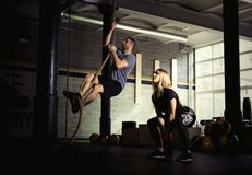 Man and woman doing exercises in gym Stock Photography