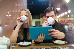 Man and woman drinking coffee Royalty Free Stock Image