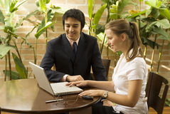 Man and Woman with Laptop Royalty Free Stock Photos