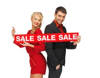 Man and woman with sale sign Royalty Free Stock Photography