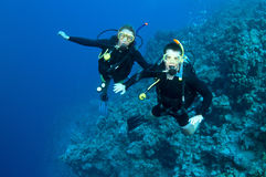 Man and woman scuba diver togrther Stock Images