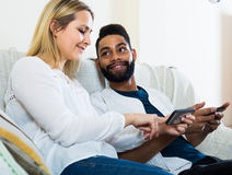 Man and woman sitting on sofa Royalty Free Stock Photography
