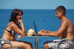 Man and woman sitting at table under open sky Royalty Free Stock Photos