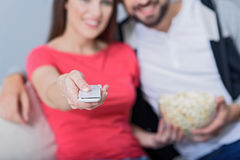 Man and woman watching tv on couch Royalty Free Stock Photography