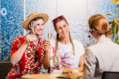 Man and woman recommending travel agency Royalty Free Stock Photography