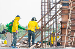 The man workers at construction site Royalty Free Stock Photos