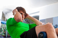 Man working his abdominal crunches with its own weight . Royalty Free Stock Photos