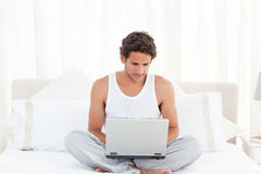 Man working on his laptop at home Royalty Free Stock Images