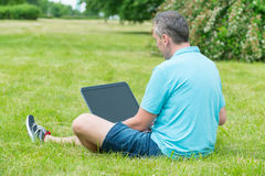 Man working on his laptop in the park Royalty Free Stock Images