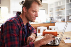 Man working on laptop at home Royalty Free Stock Photos